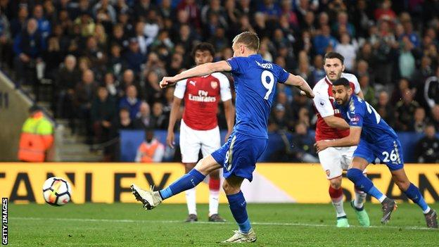 Arsene Wenger blames poor officiating for Leicester defeat
