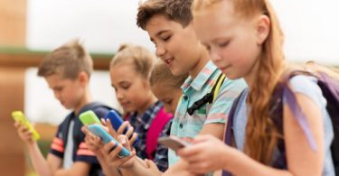 France bans use of smartphones in schools