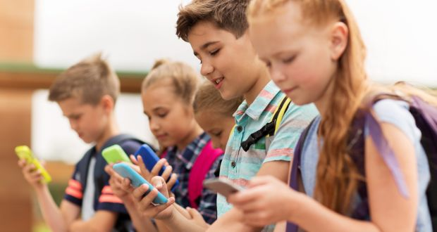 France bans use of smartphones in schools