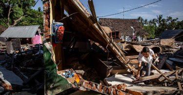 New earthquake kills three, shakes IMF meeting in Indonesia