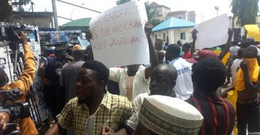 PRIMARIES: Protesters from 5 states flooded APC secretariat over imposition