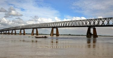 The Mediocre Games and Rollercoaster Politics of The Second Niger Bridge
