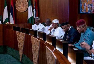 Buhari, Governors lament state of economy, cast doubt over minimum wage deal