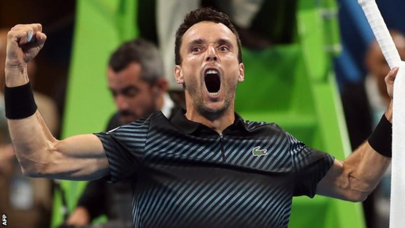 Djokovic battles through to Qatar semi-finals