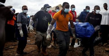 ZIMBABWE: Rescuers pull out 6 people, 22 corpses, after mine collapse