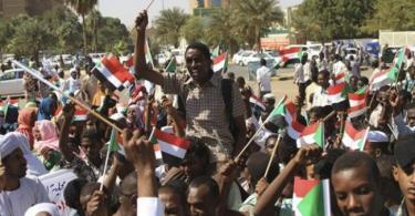 Sudanese protesters demand immediate move to civilian rule