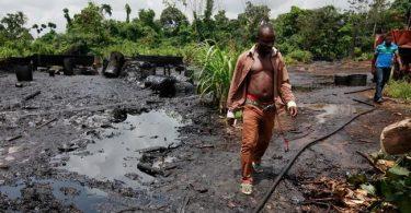 BUNKERY: Navy destroys 50 illegal refineries