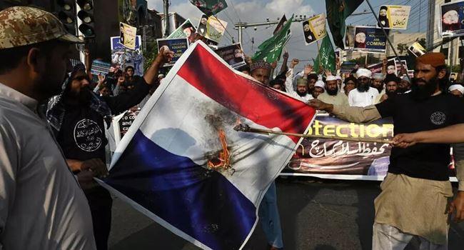Muslims in Pakistan, Bangladesh rally against French Islamophobia