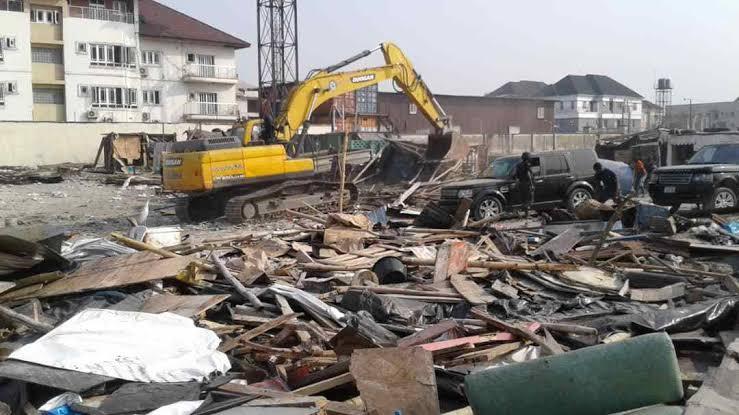 Lagos govt demolishes 1,000 shanties on Lekki road | Ripples Nigeria